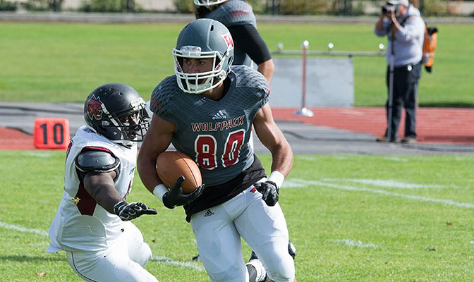 Braxton finished with 199 yards of total offense and 176 rushing yards in the Wolves' 37-26 victory over Simon Fraser.