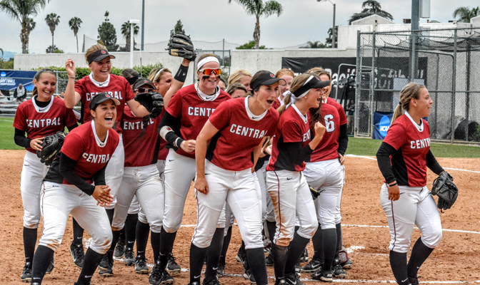 The Central Washington softball team advanced to the NCAA Division II Softball Super Regional with a 9-6 victory over Azusa Pacific on Sunday.