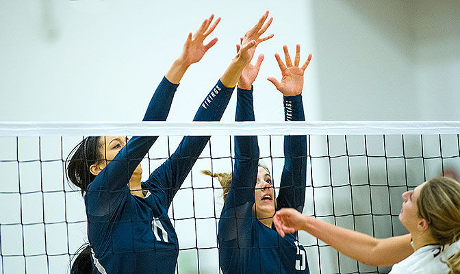 Western Washington freshman Kayleigh Harper (left) earned Volleyball Defensive Player of the Week honors after finishing with 19 blocks and 20 kills in two five-set matches.