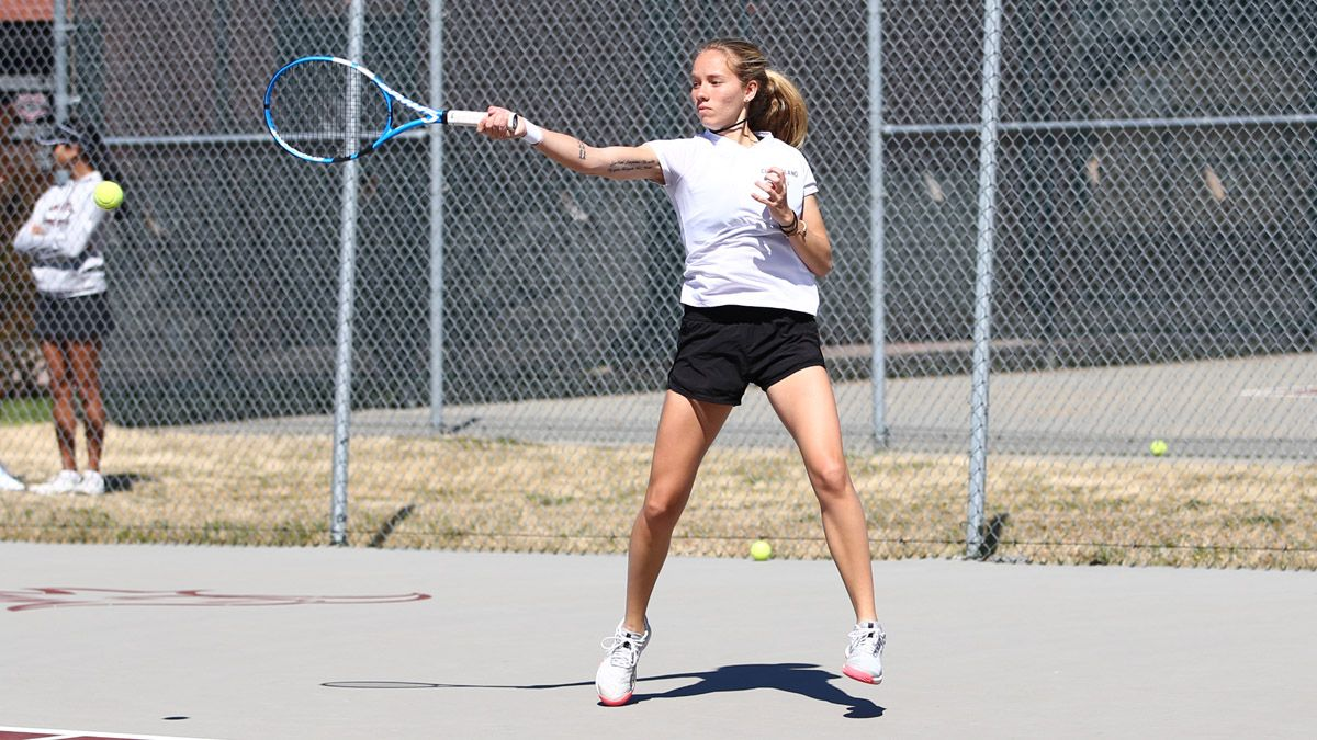 Women's Tennis sweeps Southwestern College