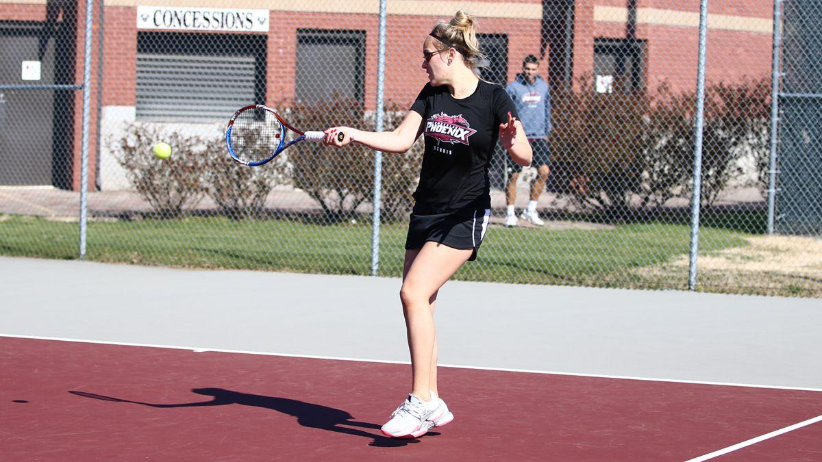 Women's tennis falls 7-2 to No. 11 Westmont