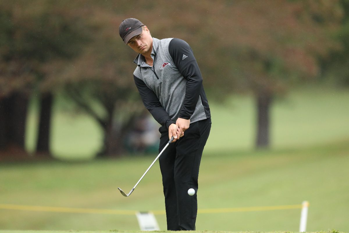 Men's Golf battles through the rain for a second-place finish