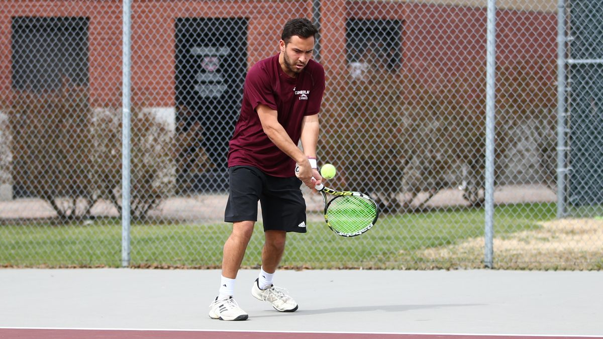 Men's tennis sweeps singles in 7-2 victory