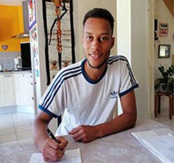 Men's Tennis Signs Hugues N'Goma
