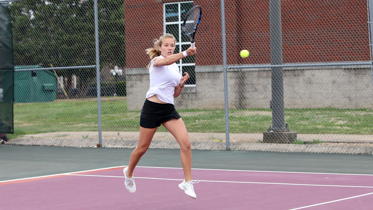 Garijo Garrido ends tourney with three set win