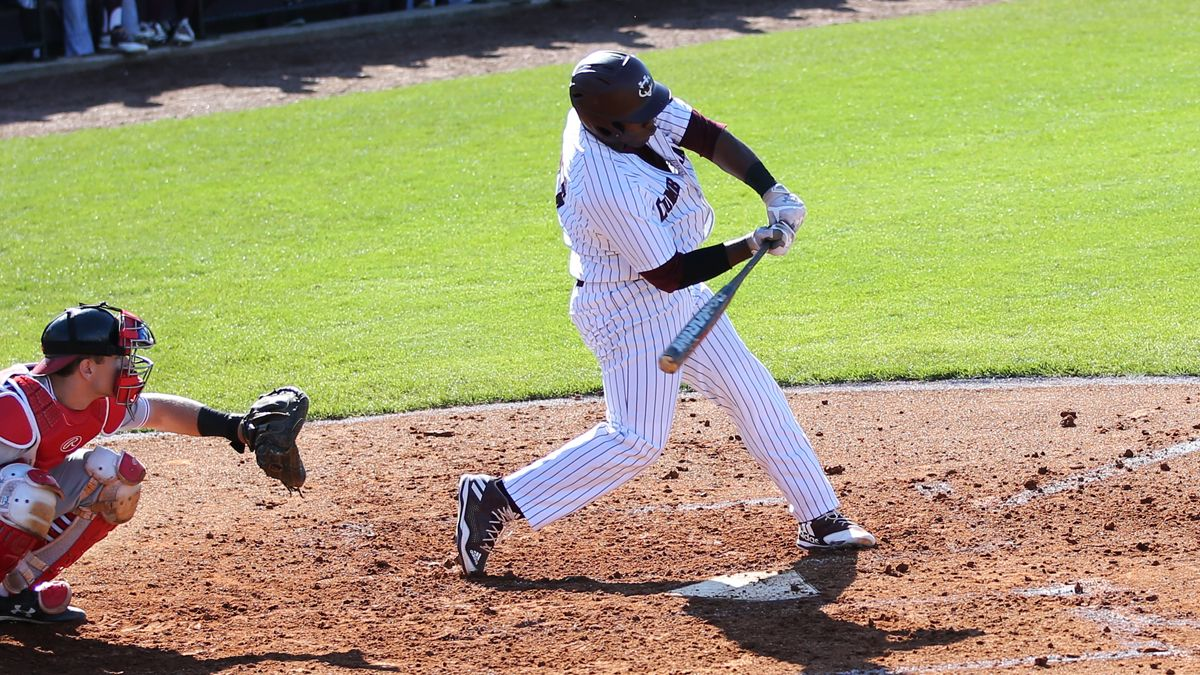 Baseball ends losing streak with doubleheader sweep