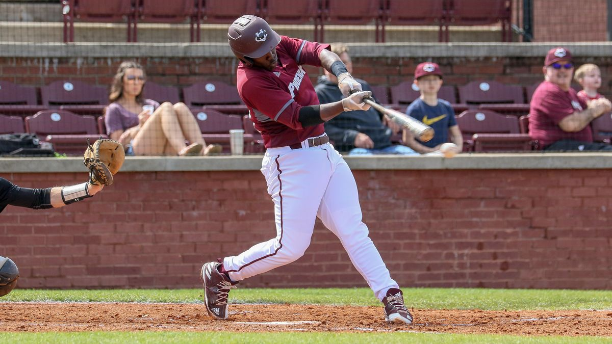 Gordon's homers, pitching lead baseball to doubleheader sweep