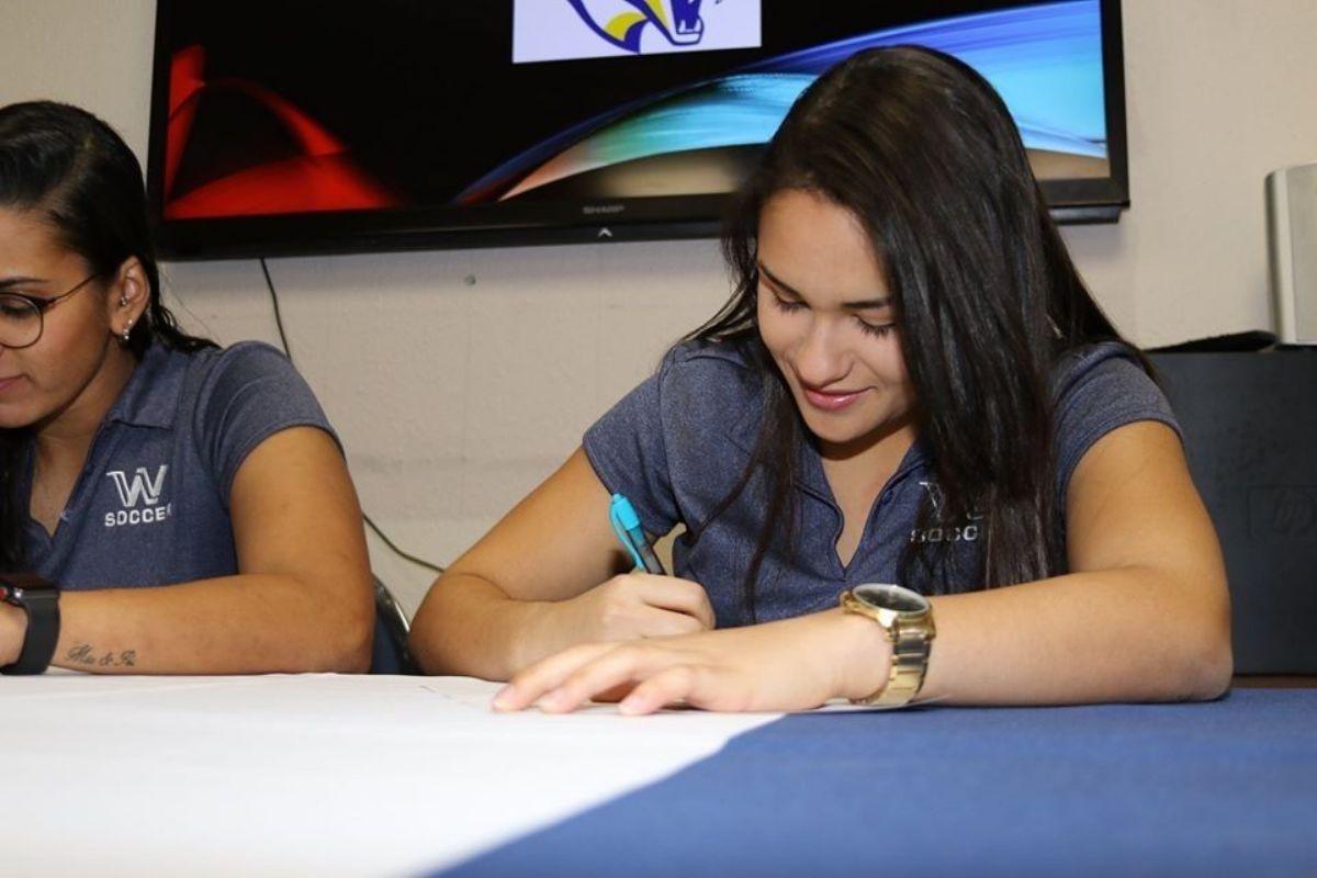 Western Nebraska CC transfer Vieira signs with Women's Soccer