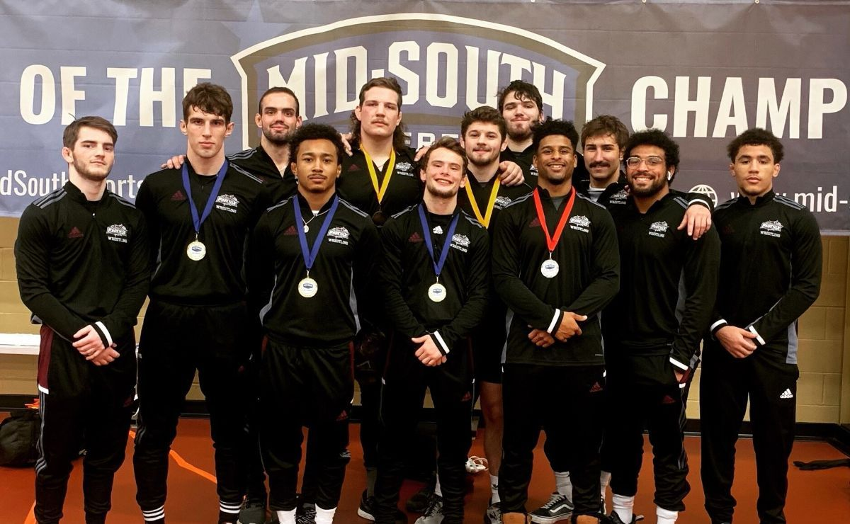 Eight Phoenix wrestlers advance to the NAIA National Championship