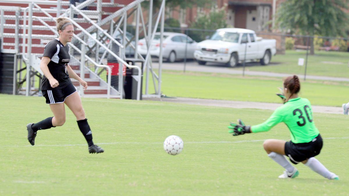 Phoenix women overcome slow start for 2-0 win