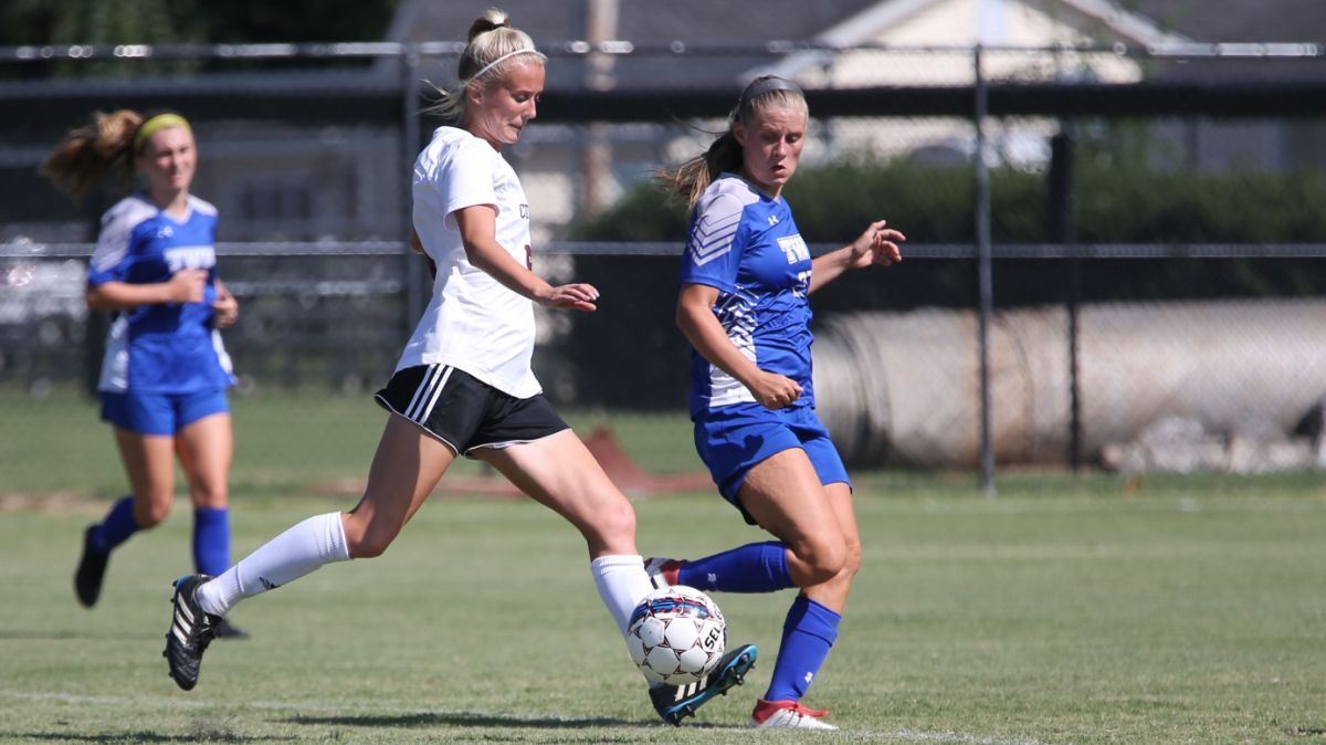 Women's soccer moves up to No. 15