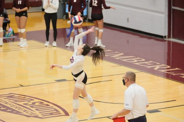 Cumberland WVB falls 3-2 in a heartbreaker to #13 Lindsey Wilson