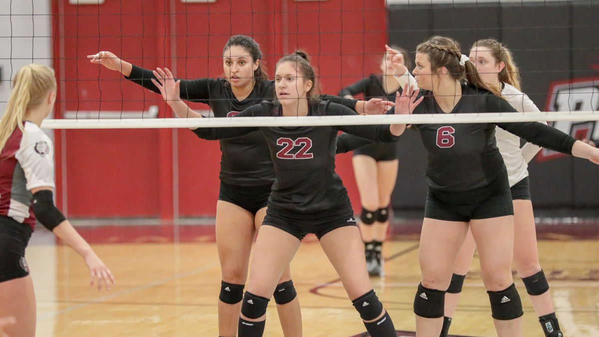 Women's Volleyball upends #3 Park, 3-2