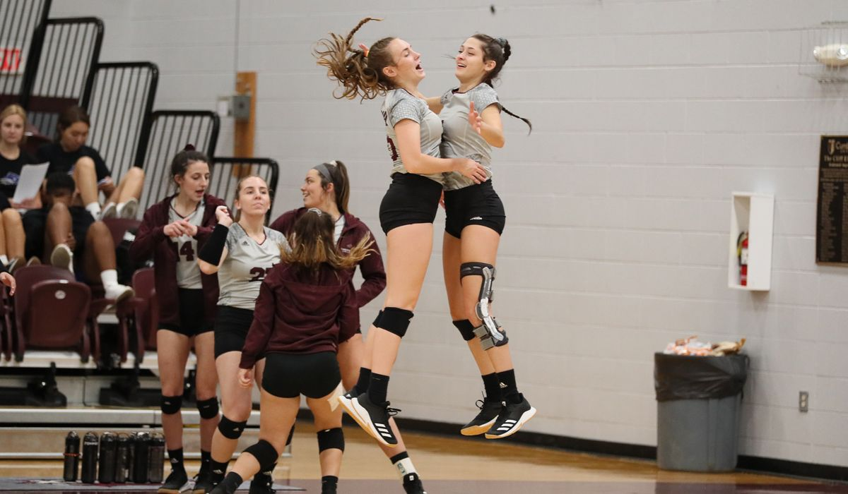 Women's Volleyball defeats Life, 3-1