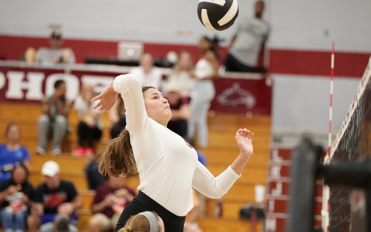 Women's Volleyball drops four-set match to Bethel