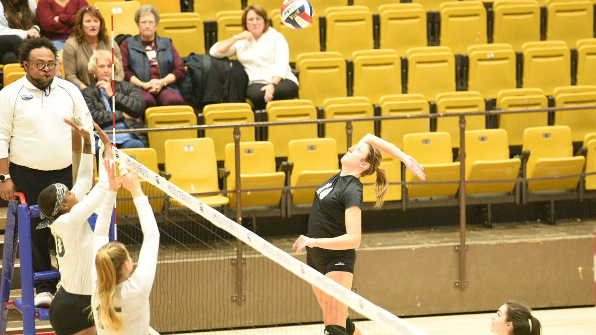 Women's Volleyball lose, 3-2, in MSC Quarterfinals