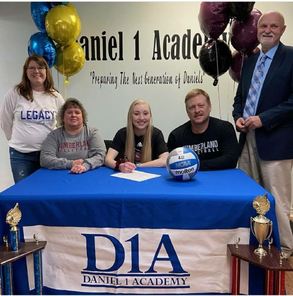 Volleyball signs Megan Underwood