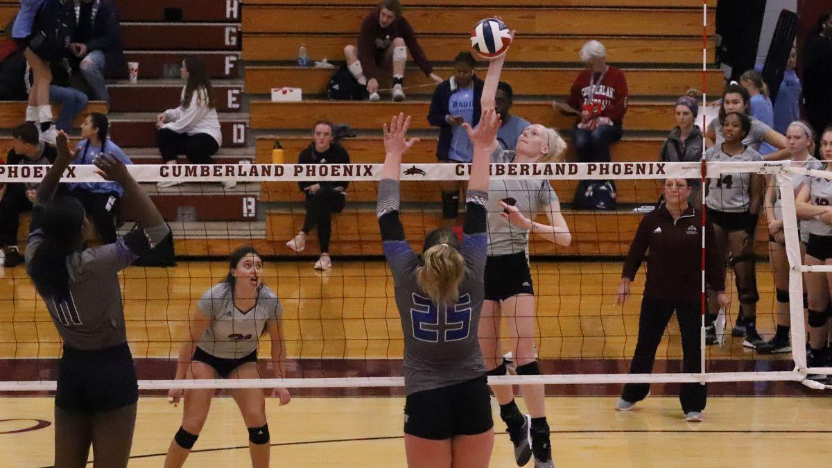 Volleyball sweeps Wesleyan to start Phoenix Classic