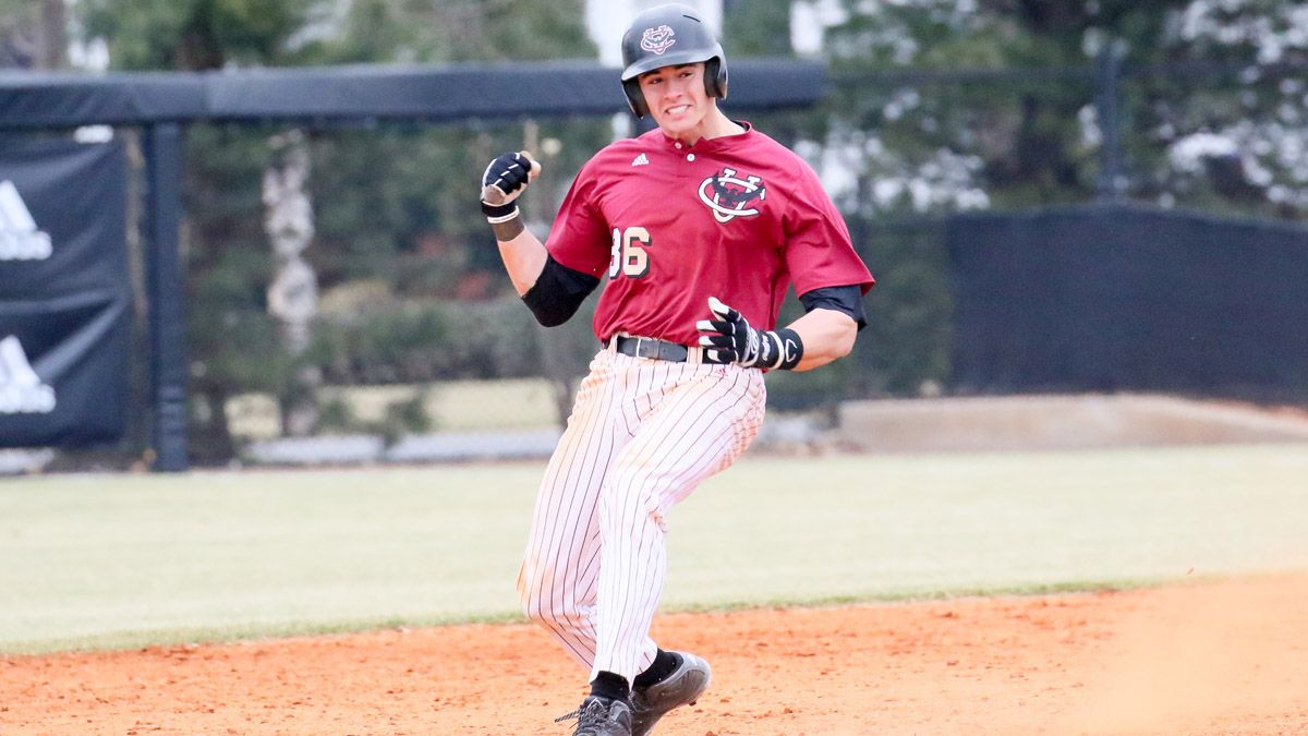 Baseball shuts out Lyon in doubleheader sweep