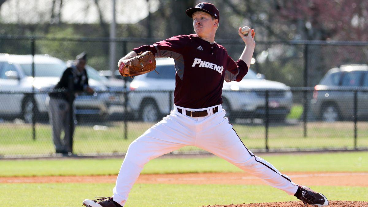 Baseball sweeps Saturday twinbill