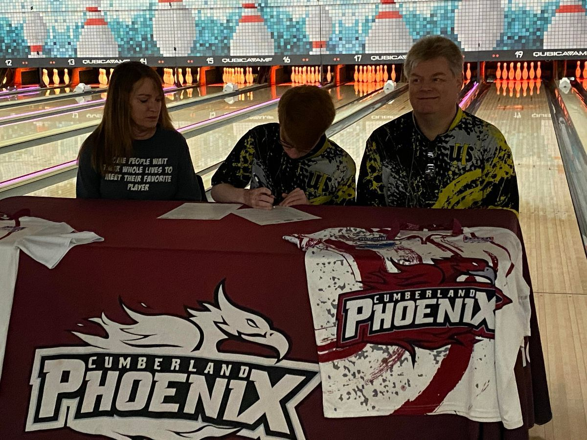 Men's Bowling signs Scantland to scholarship papers