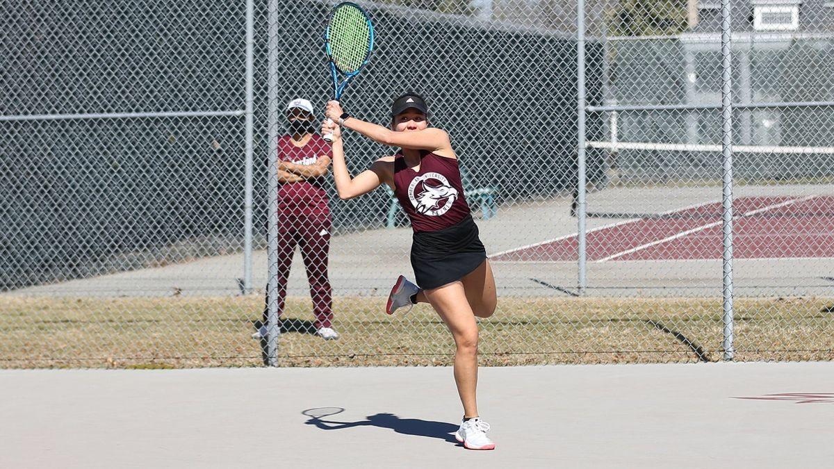 No. 17 Women's Tennis tops Bears 5-2