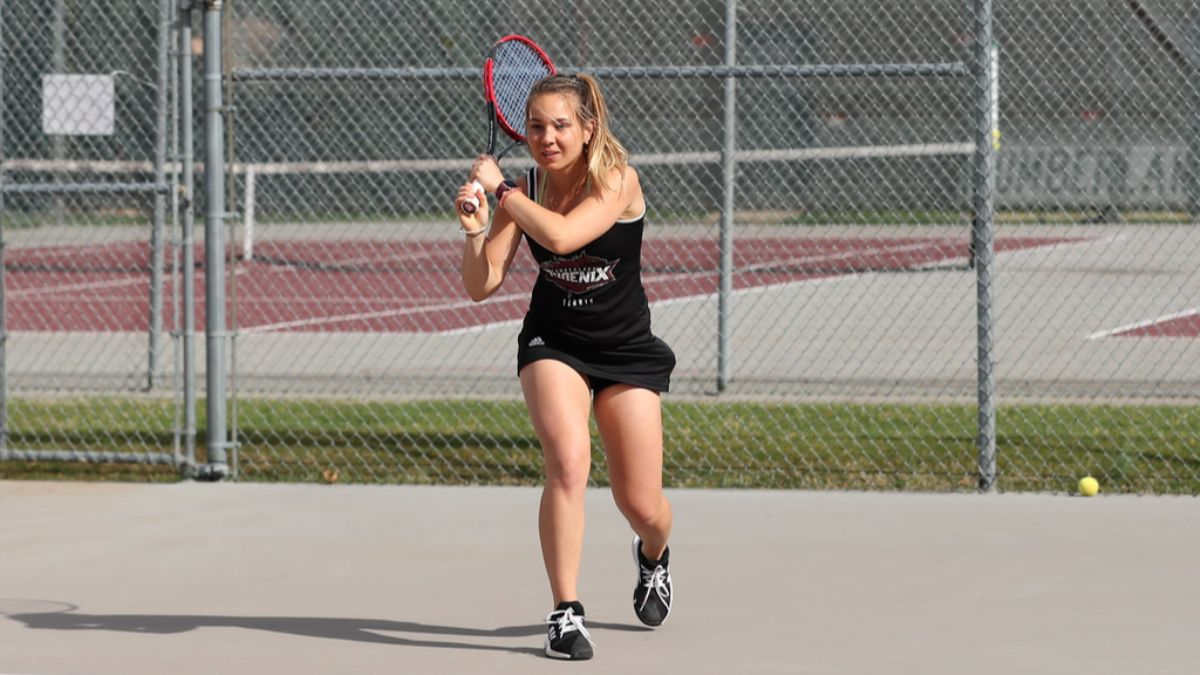 Women's tennis continues rolling with third straight shutout