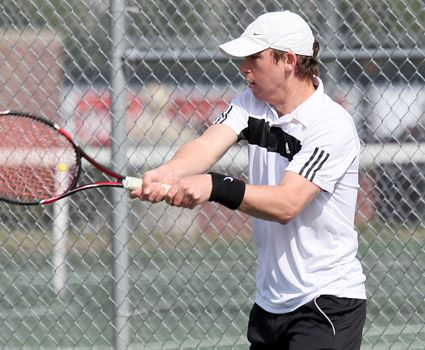 Men's tennis wins 11th straight