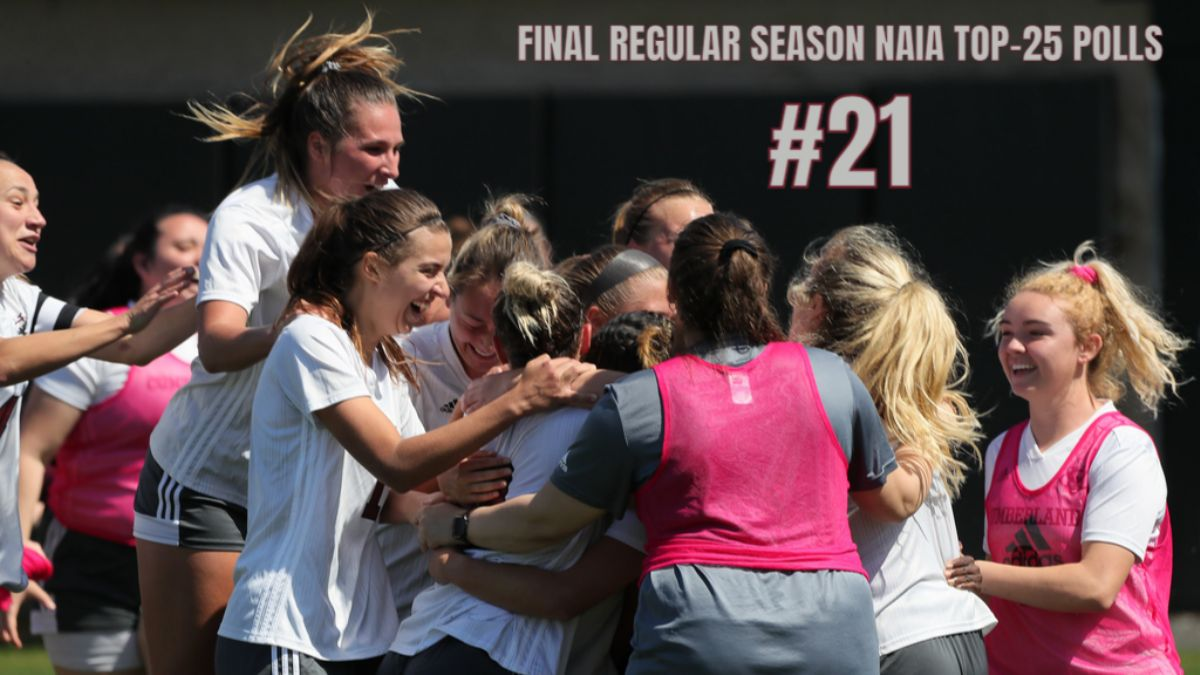Women's Soccer sits at No. 21 in final regular-season polls