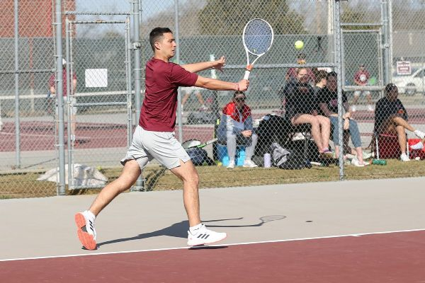 Men's Tennis gets swept by No. 9 Indiana Wesleyan