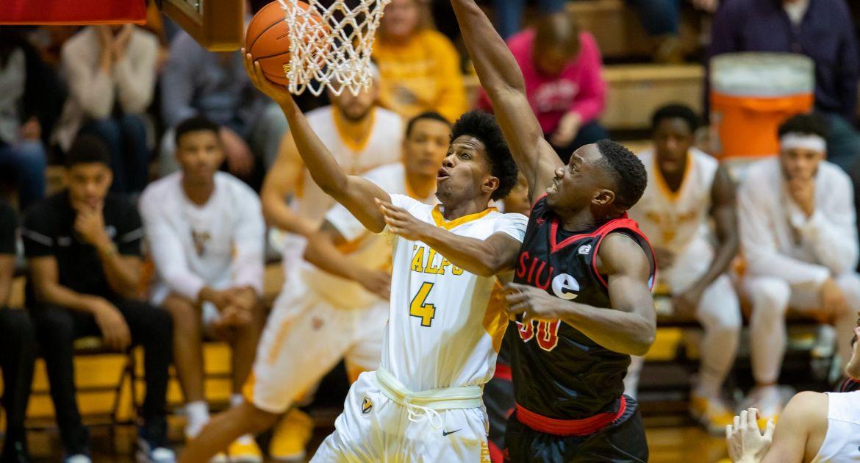 Men's Basketball Overcomes SIUE In Overtime