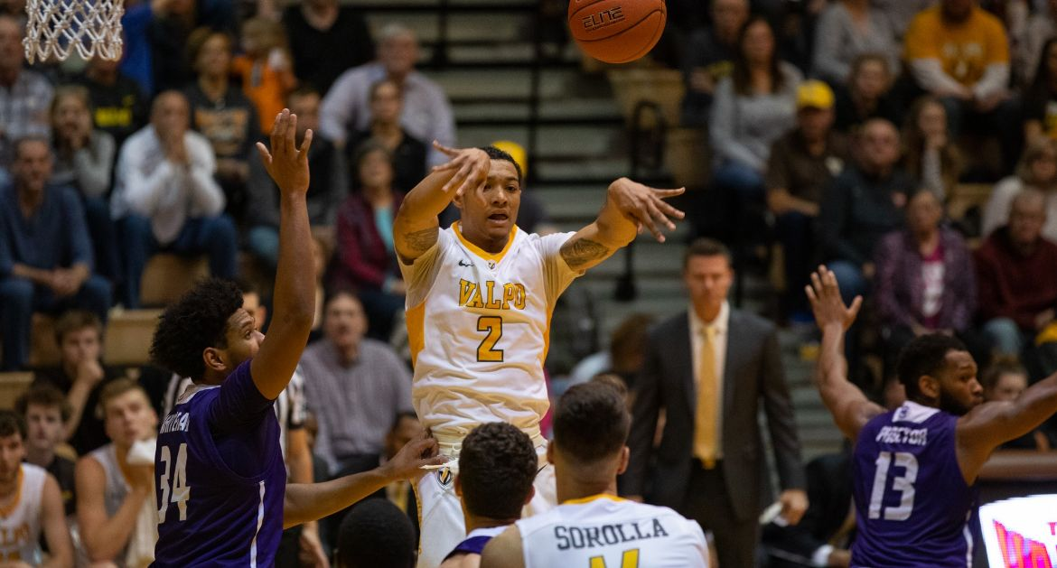Valpo Falls on Last-Second Jumper to High Point