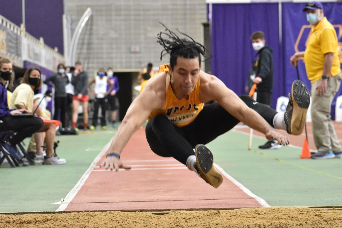 Weinzimmer Leads Valpo on Second Day of MVC Indoor Championships
