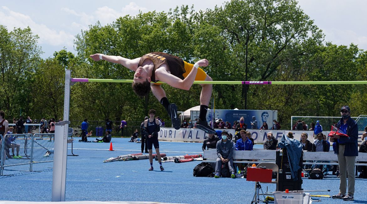 Track & Field Tunes Up for Championships at Pacesetter Invitational
