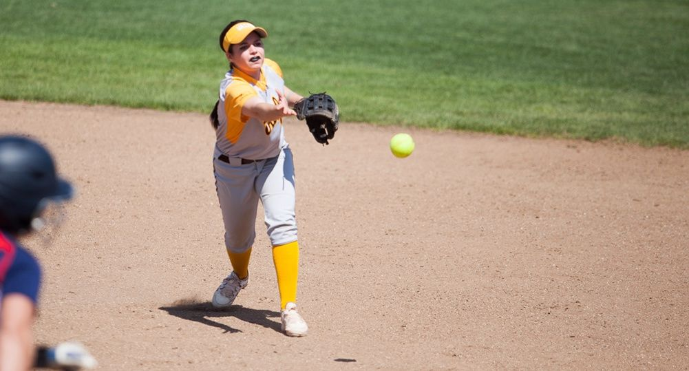 Softball Closes Weekend With Rally to Win Over UIC