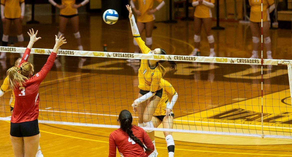 Volleyball Returns Home With Sweep of Bradley