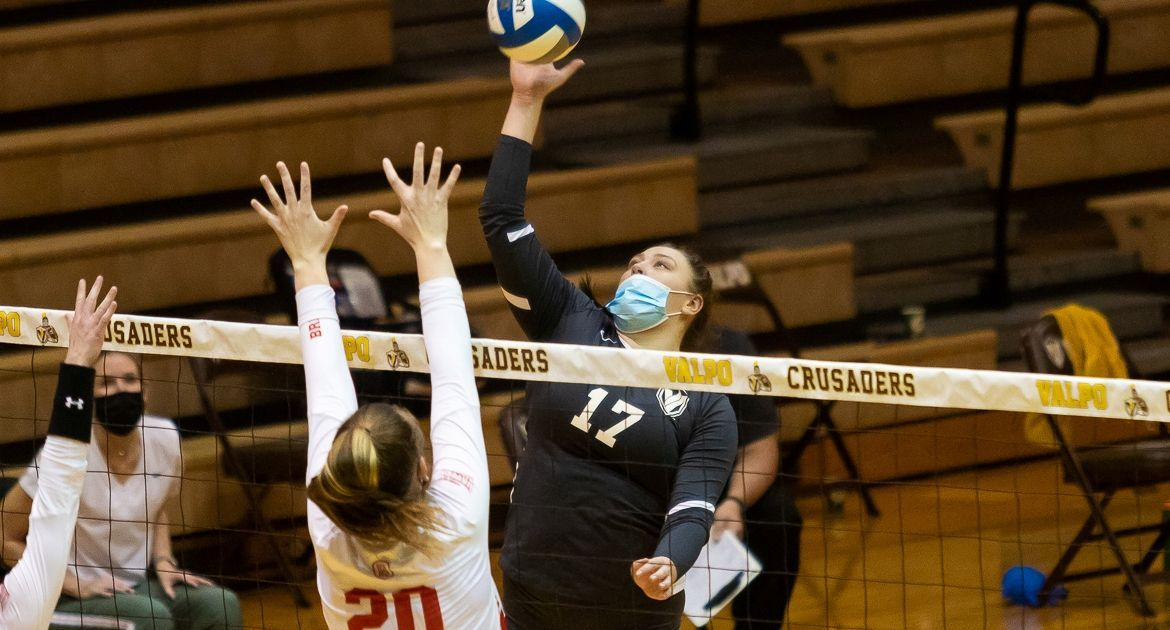 Volleyball Falls in Four to Bradley Monday