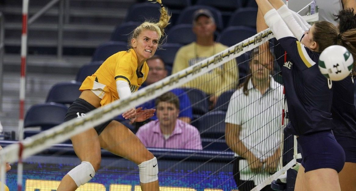 Volleyball Falls at Notre Dame Wednesday Evening