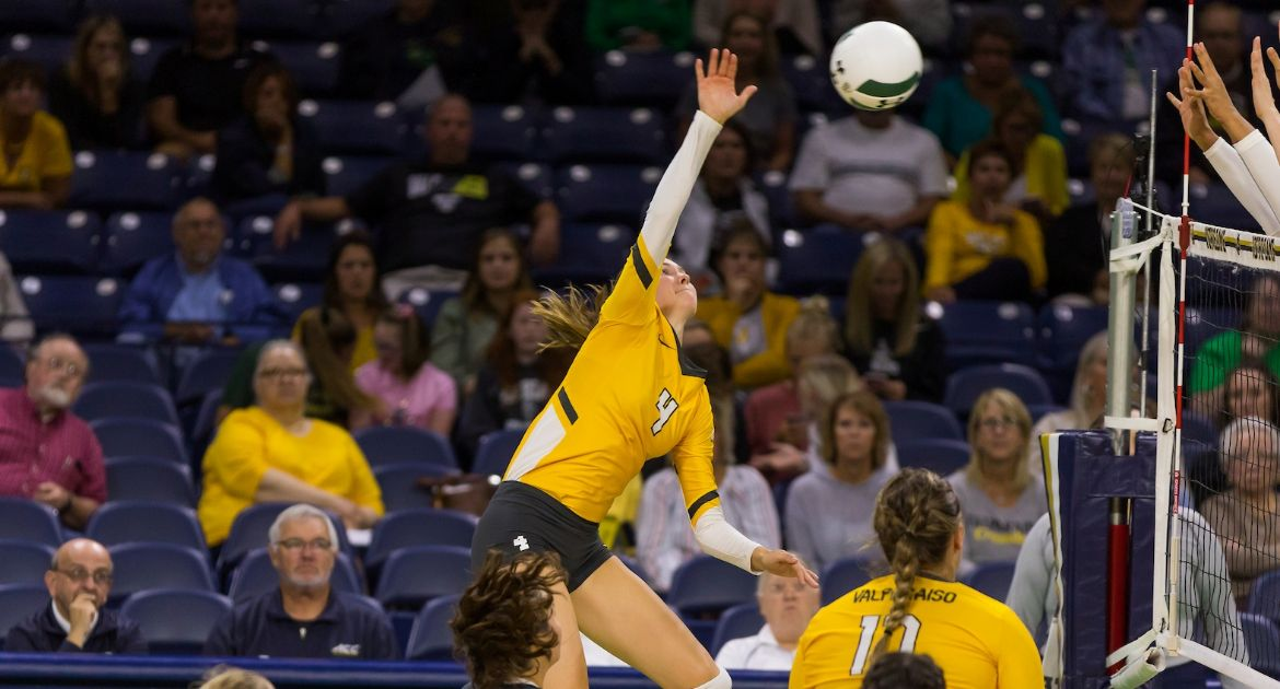 Volleyball Splits on First Day at Kent State