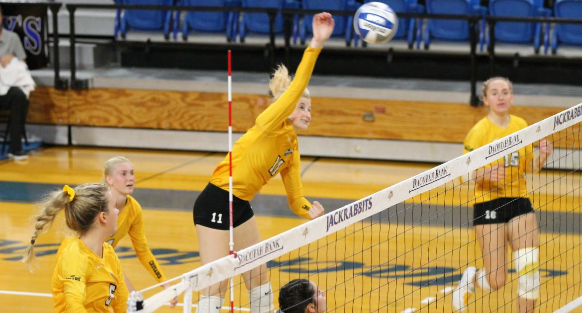 Volleyball Falls in Tournament Finale to Milwaukee