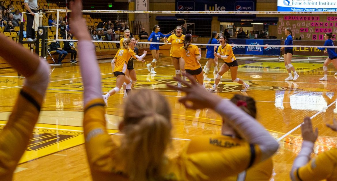 Volleyball Sweeps Indiana State Friday Night
