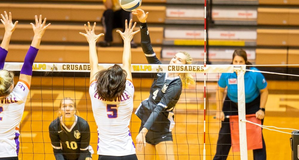 Dominant Offense Leads Volleyball to Sweep of Evansville