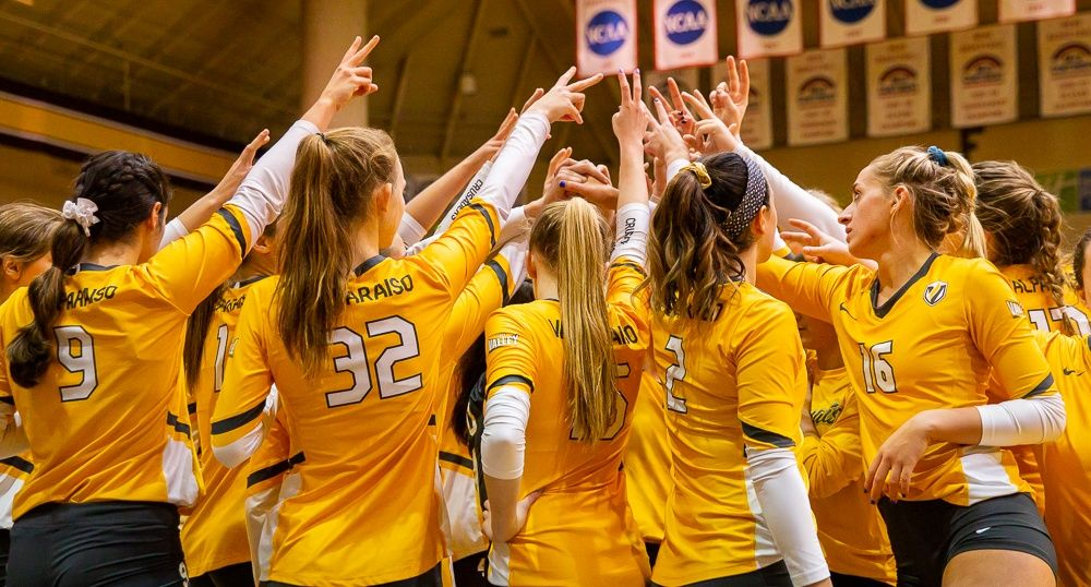 Volleyball Falls in Heartbreaker to Illinois State Friday
