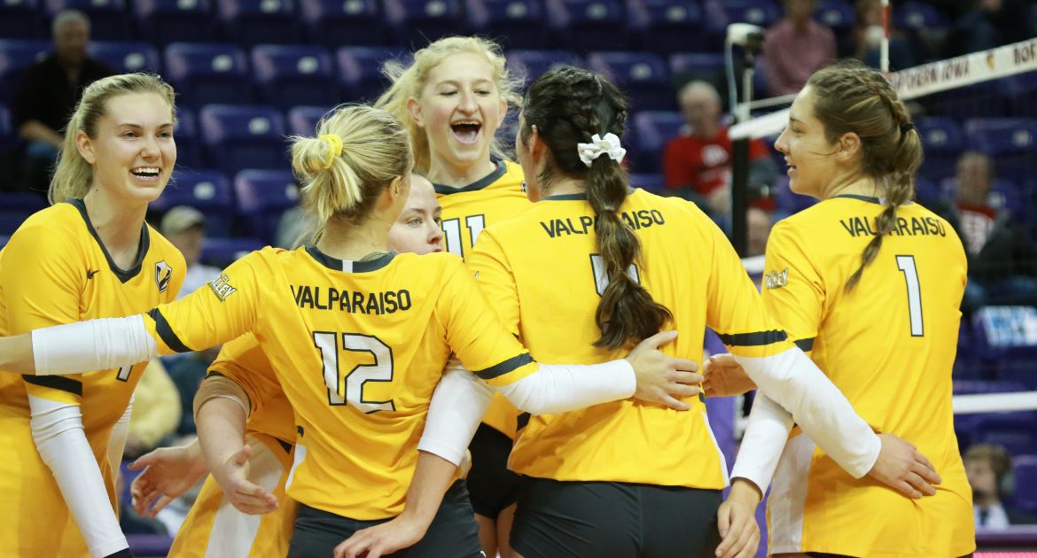 Volleyball Prevails in Dramatic MVC Tournament Opener Over Bradley