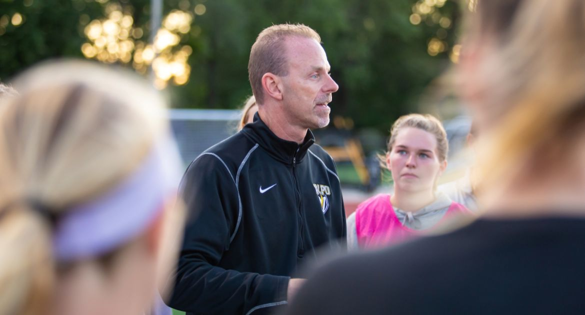 Valpo Women's Soccer Signs 10 Players to NLIs