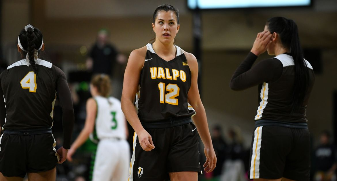 Valpo Women's Basketball Drops Heartbreaker at North Dakota