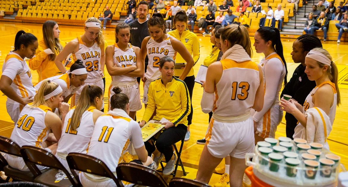 Women's Basketball Closes Non-Conference Play Monday at EIU