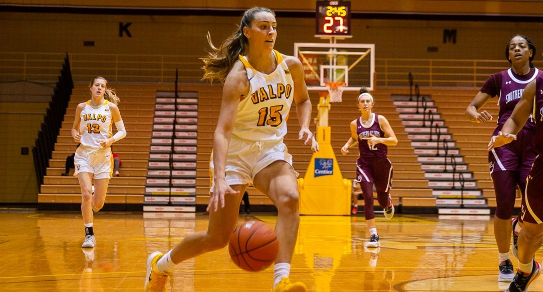 Valpo Women Earn Come-From-Behind Win at Loyola Saturday