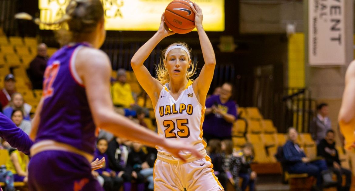 Women's Basketball Pulls Away From Evansville in Second Half