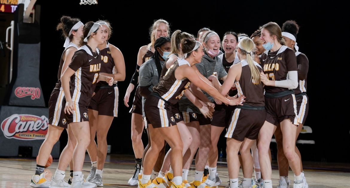 Frederick Delivers Game-Winner as Valpo Edges Loyola
